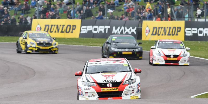 Gordon Shedden claims Thruxton race one win