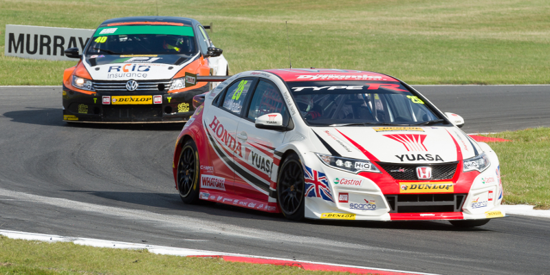 2015 Saturday 8th August Matt Neal - Honda Yuasa Racing - Honda Civic Type R and Aron Smith - Team BMR - VW Passat CC. Qualifying Round 6 2015 Dunlop MSA British Touring Car Championship, Snetterton 300 Circuit, Norfolk, England. #BTCC #Dunlop #MSV #Snetterton #300