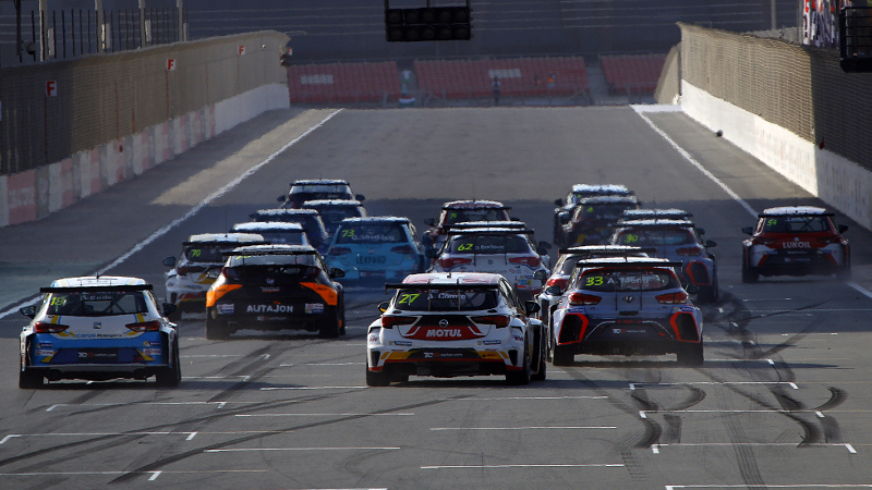 TCR Dubai race start