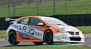 Sam Tordoff takes last-gasp pole position in tight Thruxton qualifying