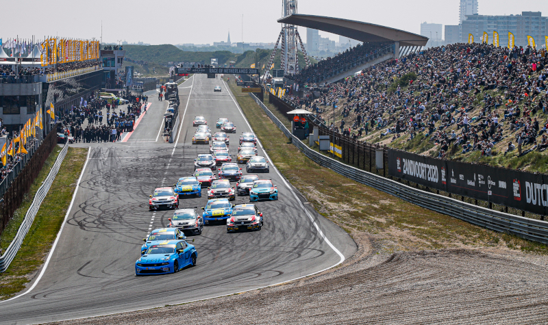 WTCR race start at Zandvoort