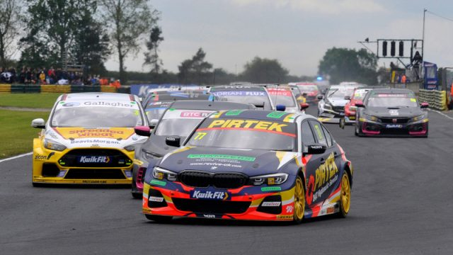 Croft BTCC race one start