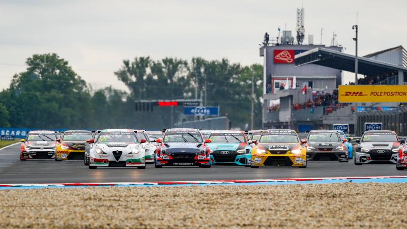 WTCR Slovakia race start