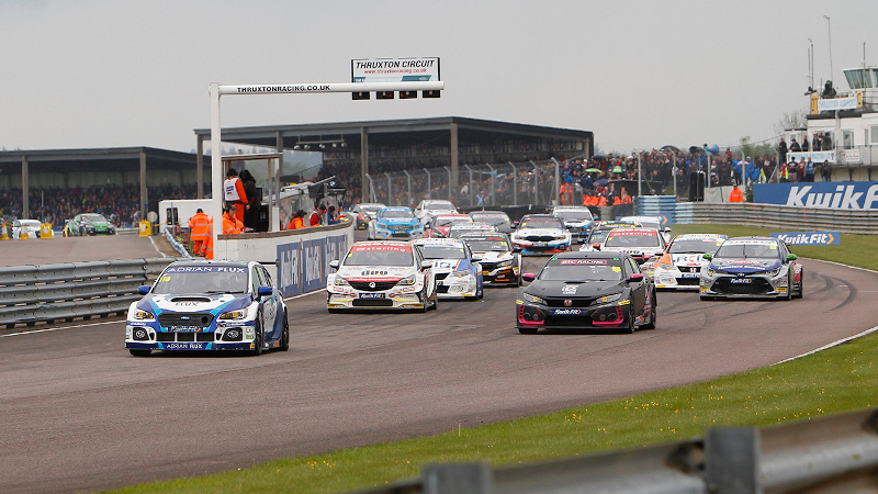 BTCC race start at Thruxton