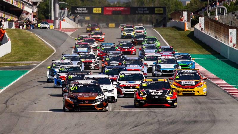 TCR Europe race start in Barcelona