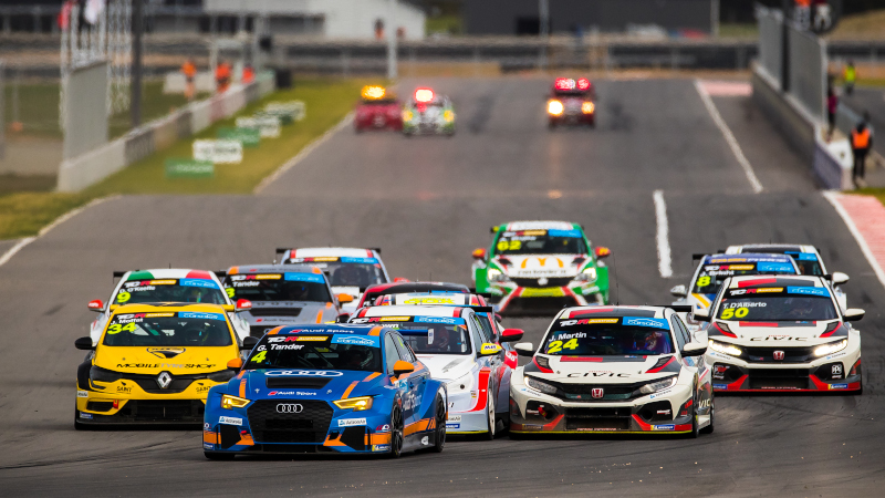 Garth Tander leads the start of TCR Australia race at The Bend Motorsport Park