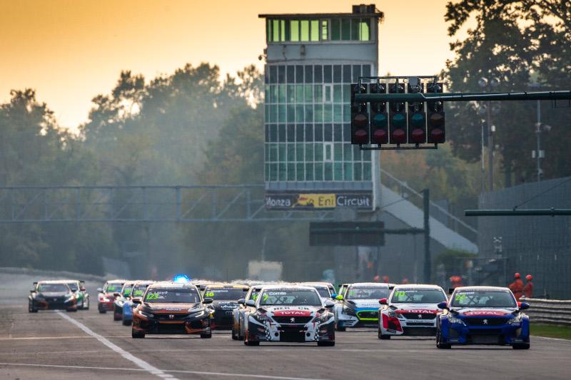 TCR Europe race start at Monza near sunset