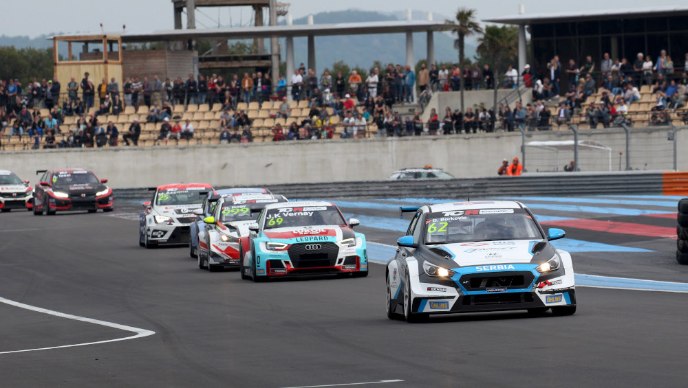 Dušan Borković leads in TCR Europe at Le Castellet