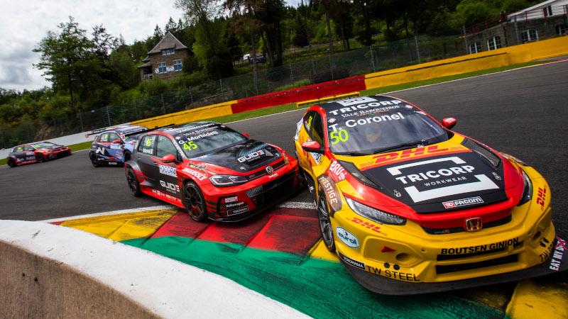 Gianni Morbidelli hits Tom Coronel at Spa-Francorchamps