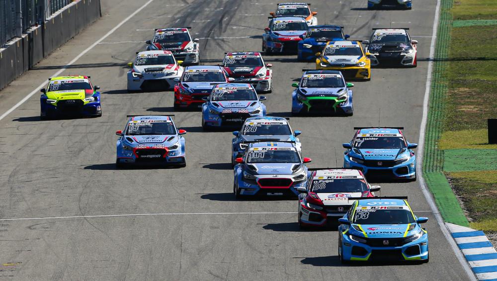 ADAC TCR Germany race start at the Hockenheimring