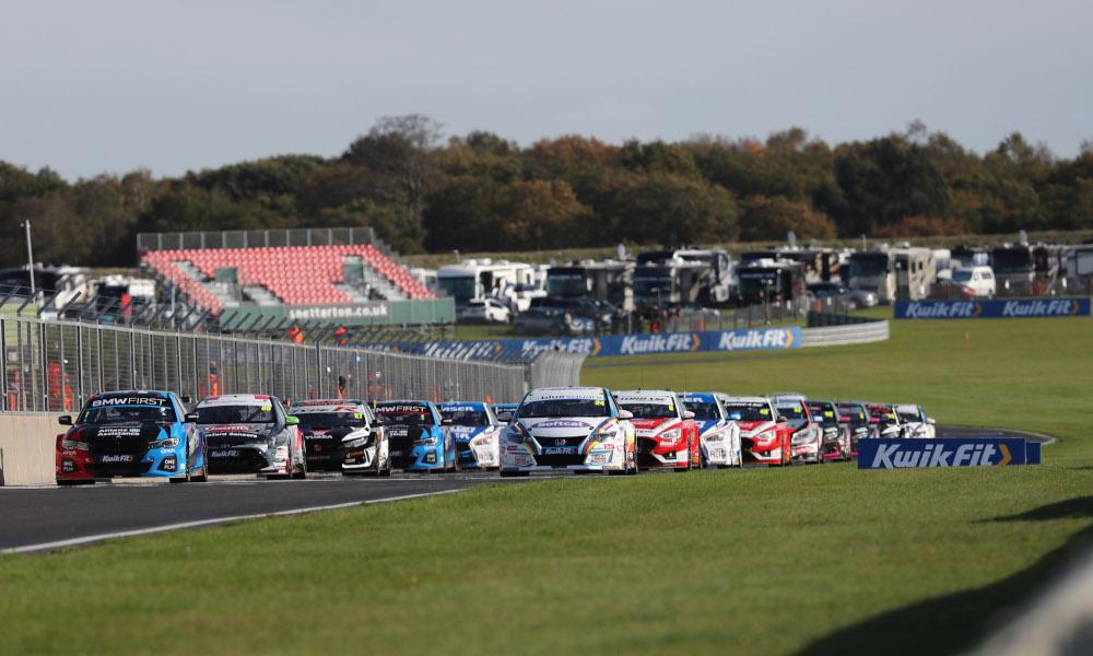 BTCC race start at Snetterton 2020